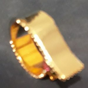 r Q-shaped ring